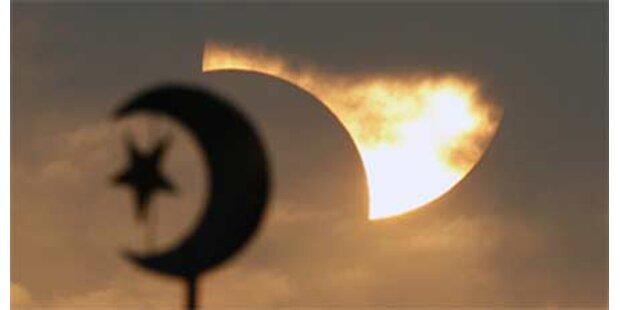 Moschee mit Hakenkreuzen beschmiert