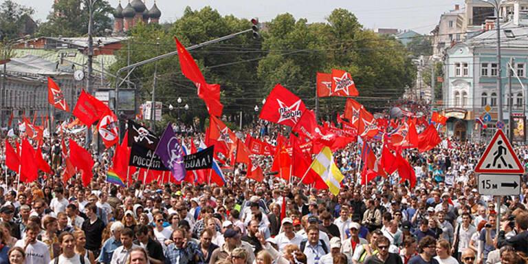 Putin-Gegner ziehen durch Moskau