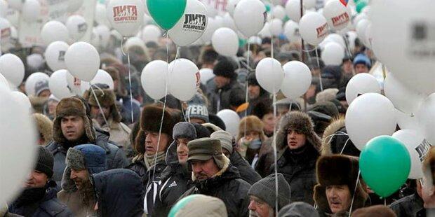 Massen-Demo für und gegen Putin in Moskau