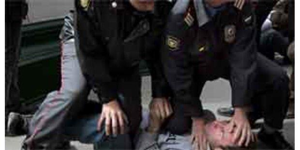 Schwulen-Demo von Polizei in Moskau aufgelöst