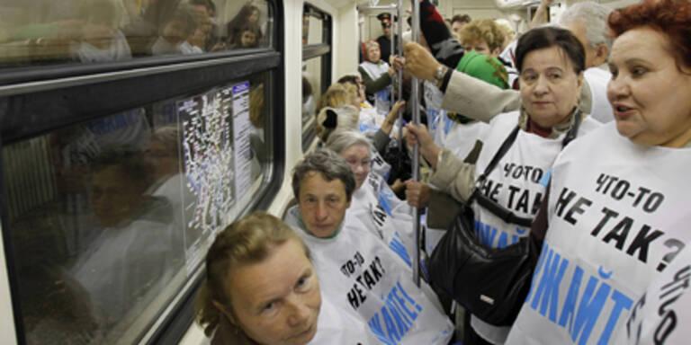 Pensionisten demonstrieren für Baby-Boom