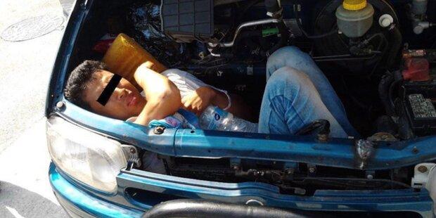 Afghane liegt 20 Stunden in Motorhaube