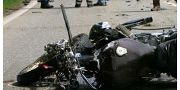 Klein-Lkw rammte Motorrad-Lenkerin starb