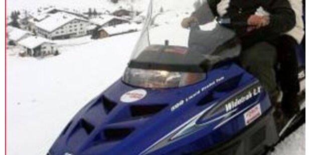 Tiroler Feuerwehr mit Motorschlitten zum Brand