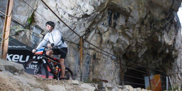 Radler stürzt aus 80 Meter in den Tod
