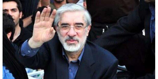 Ahmadinejad setzt Moussavi ab