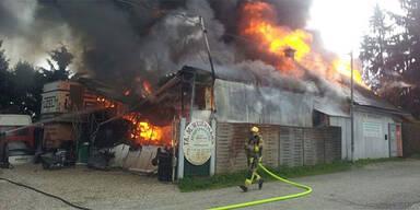 Großbrand in Entsorgungsbetrieb
