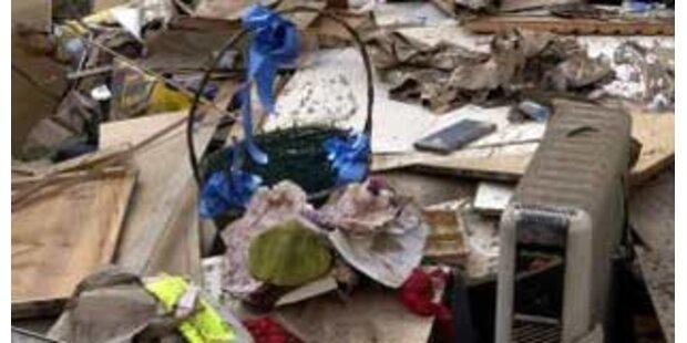 Pensionistin tagelang unter Müll eingeklemmt