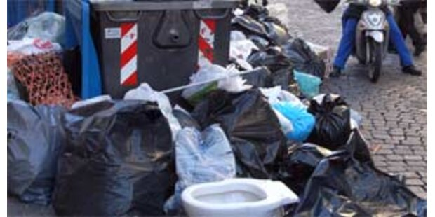 Prodi nimmt Müllkrise in Neapel in die Hand
