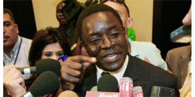 Mugabe beschimpft Journalisten als Idioten