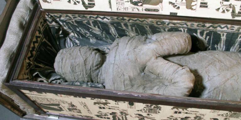Deutsche Mumie hat ein Plastikskelett