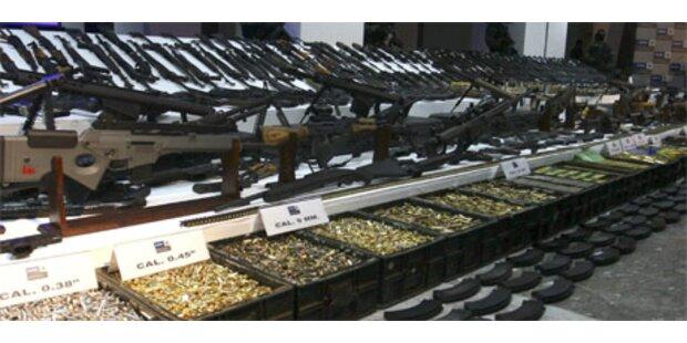 Mexikos Armee hebt Mega-Waffenlager aus