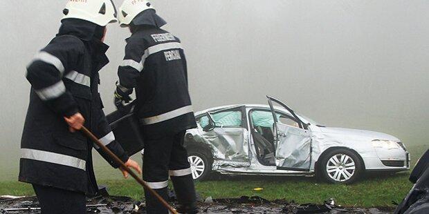 Drei Schwerverletzte bei Mehrfach-Crash