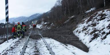 Mure streift Regionalzug in Südtirol