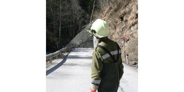 Mure verschüttete Straße im Pinzgau
