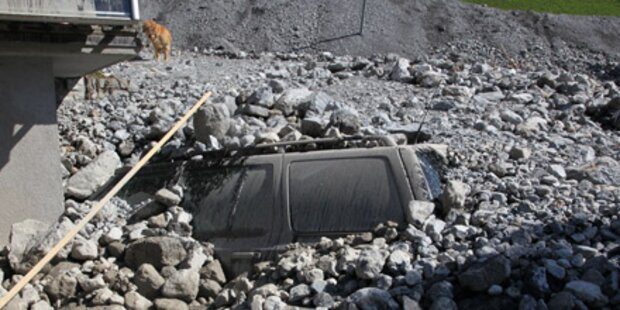 Murenabgang: Halbes Dorf verschüttet