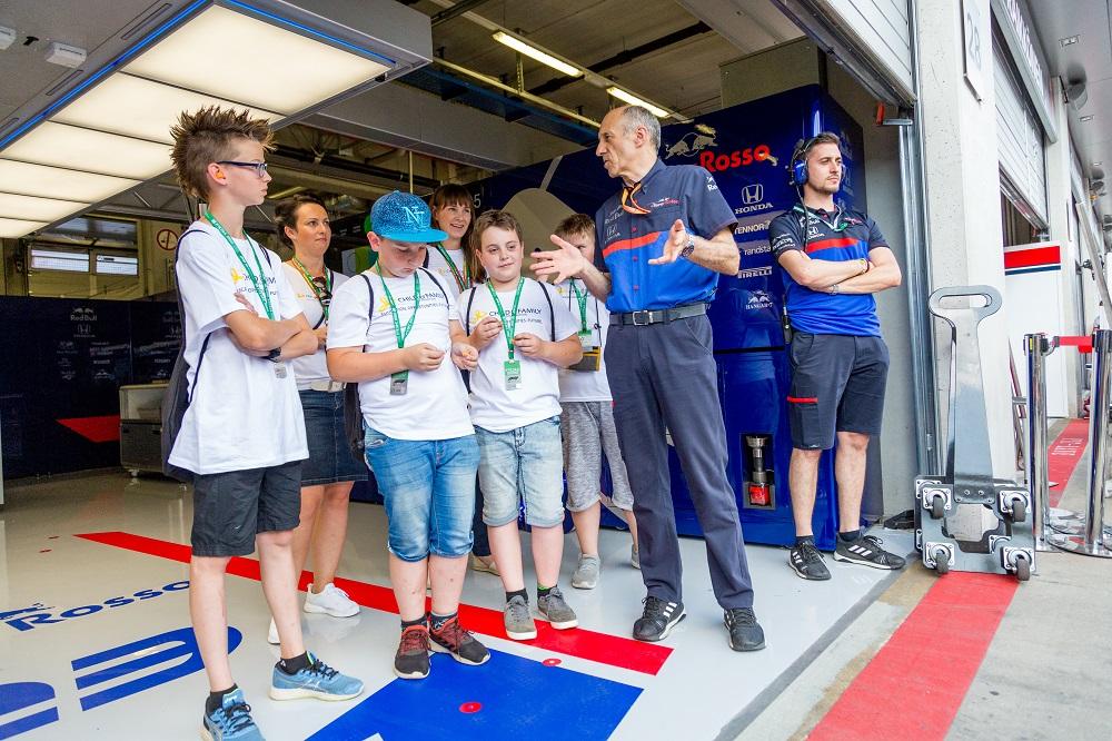 myWorld - ADV  - F1 Scuderia Toro Rosso - Glänzende Kinderaugen 1