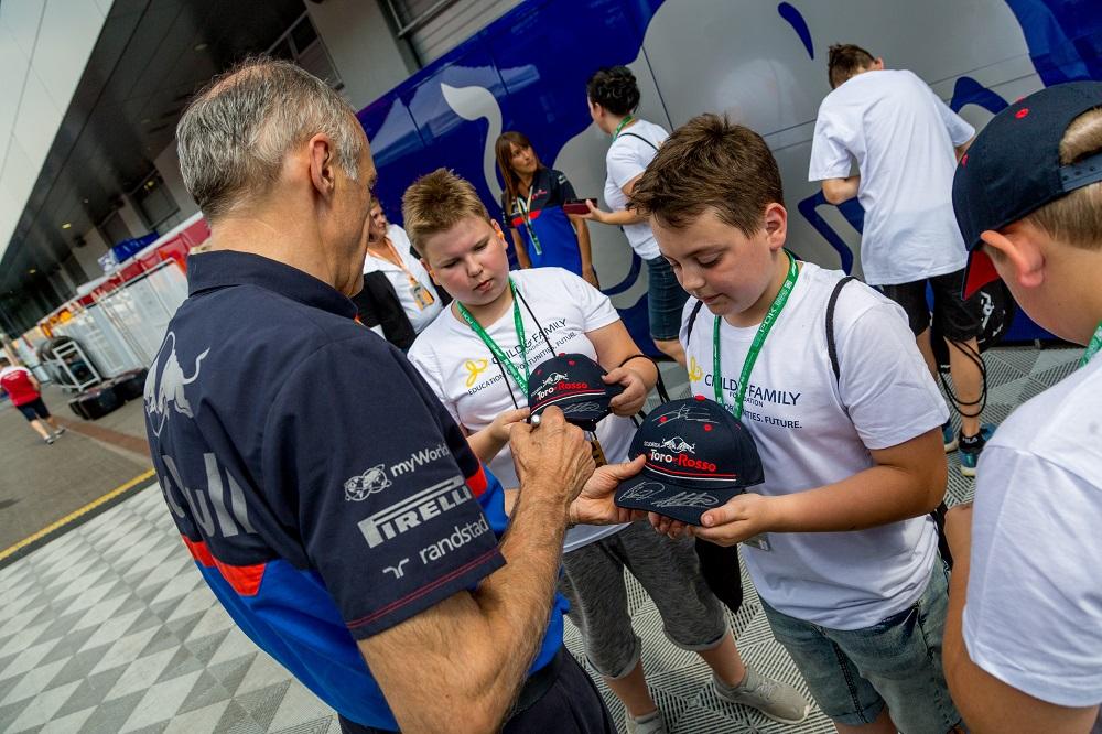 myWorld - ADV  - F1 Scuderia Toro Rosso - Glänzende Kinderaugen 3
