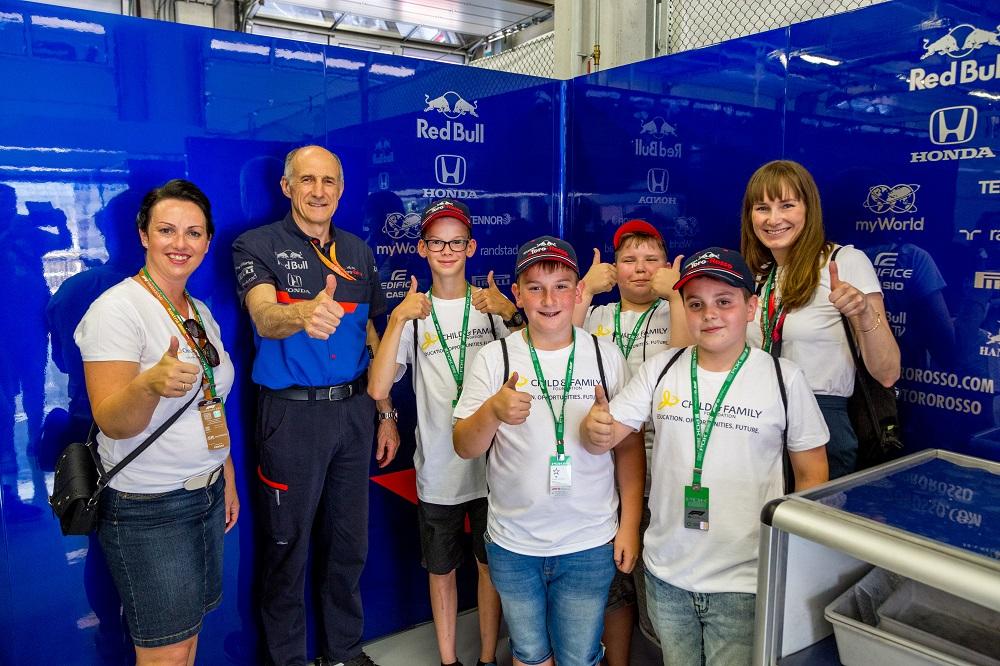 myWorld - ADV  - F1 Scuderia Toro Rosso - Glänzende Kinderaugen 4