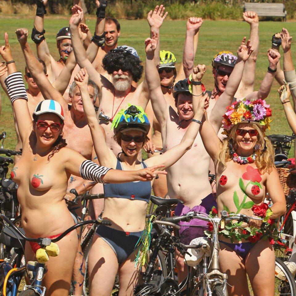 world naked bike ride erektion manner nackt