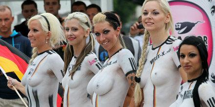 Porno-Stars tragen Nackt-WM aus