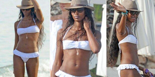 Naomi Campbell zeigt ihren Bikini-Body