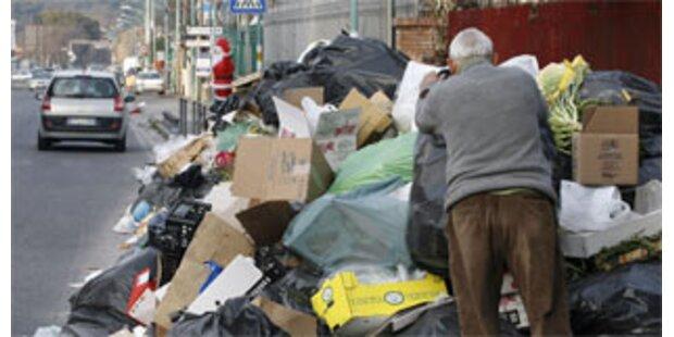 Müllhaufen brennen in Neapel