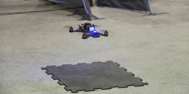 NASA-Pilot schlägt Robo-Drohne hauchdünn
