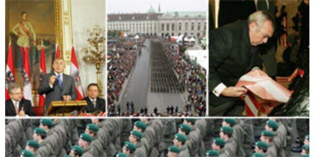 Tausende Österreicher am Heldenplatz