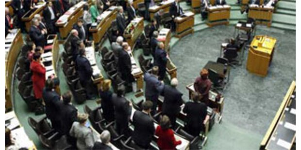 Wilde Debatte im Parlament zur Teuerung