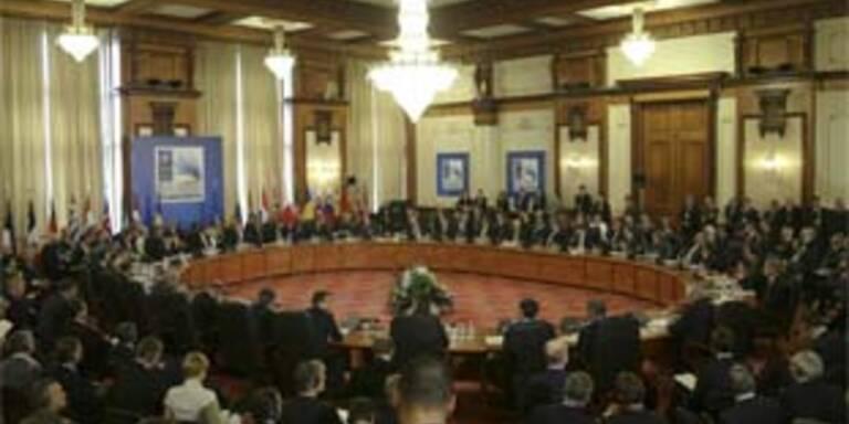 """Treffen der NATO Staats- und Regierungschefs im Bukarester """"Palazzo Prozzo"""""""