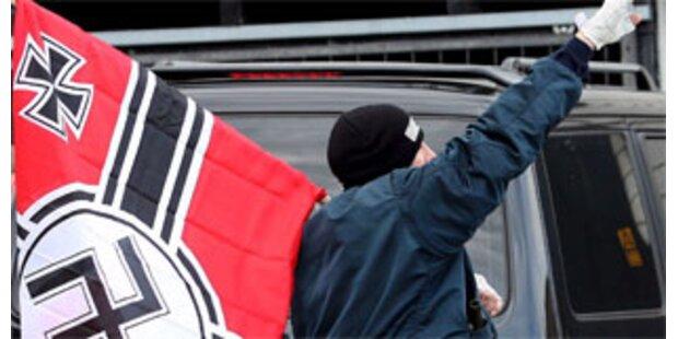 100 Festnahmen bei Neonazi-Aufmarsch