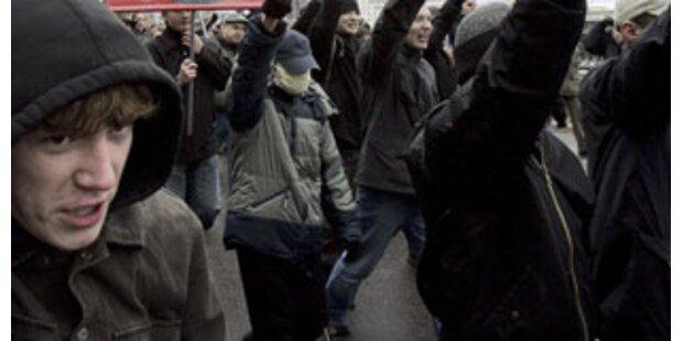 Hetzjagd bei Rauferei zwischen Linken und Rechten