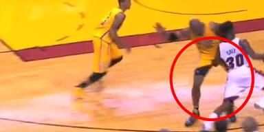 NBA: Fieses Foul unter der Gürtellinie