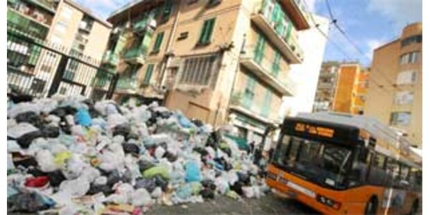 Schon wieder Müllberge mitten in Neapel