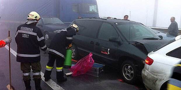 Massen-Crash im Nebel - A2 gesperrt