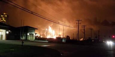 Gewaltige Explosion in Chemiefabrik in Texas