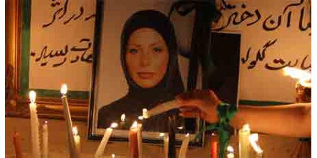 Wenige Demonstranten am Grab von Neda