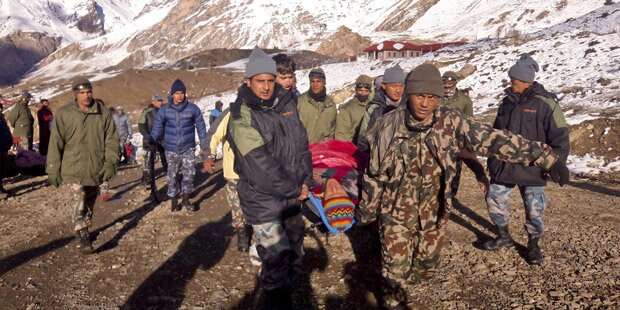 47 Tote bei Busunfall in Nepal