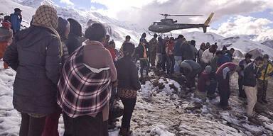 26 Wanderer am Himalaya erfroren