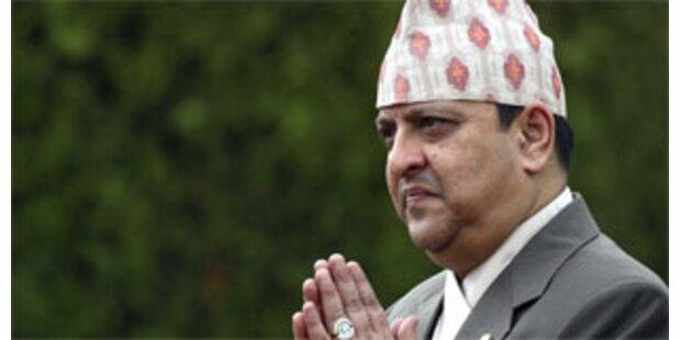 Maoisten in Nepal fordern Rücktritt von König