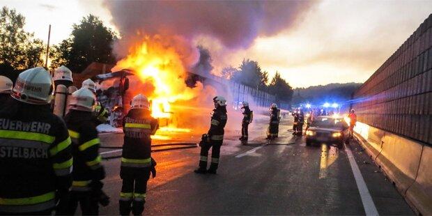 Lkw-Brand sorgt für Verkehrs-Chaos auf A2