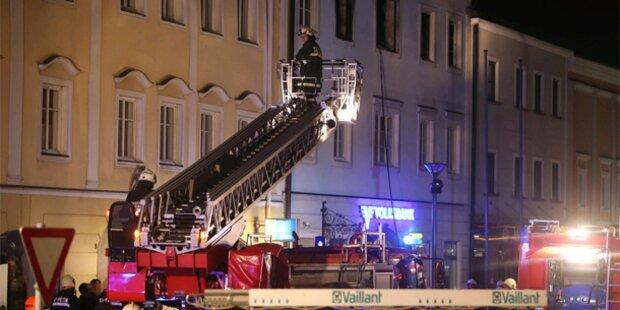 Rätselhafte Explosion löst Brand aus