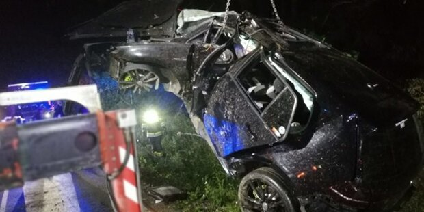 21-jähriger Auto-Lenker crasht in Baum – tot