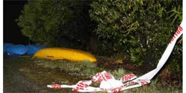 Sechs Schüler und ein Lehrer von Fluss mitgerissen
