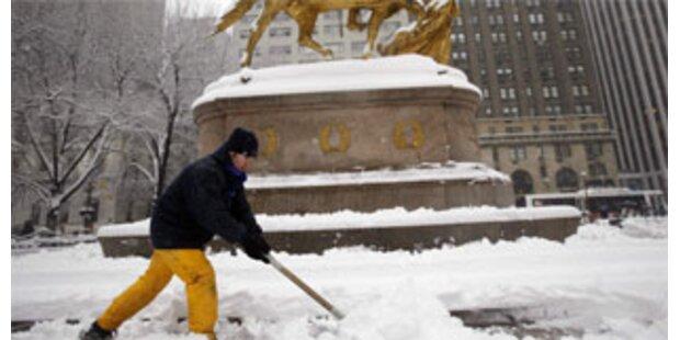 Schneesturm legte New Yorks Flughäfen lahm