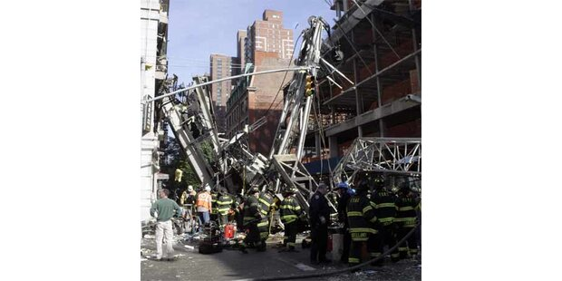 Kran in Manhattan umgestürzt: zweiTote