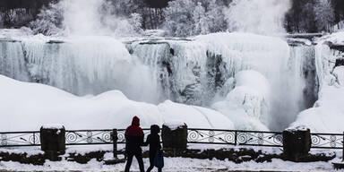 Die Niagarafälle sind zugefroren