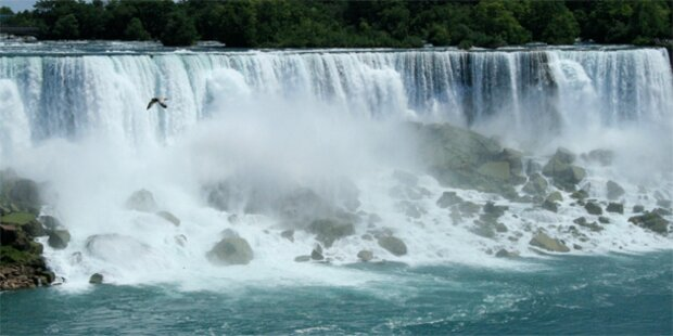Touristin stürzt in Niagara-Fälle