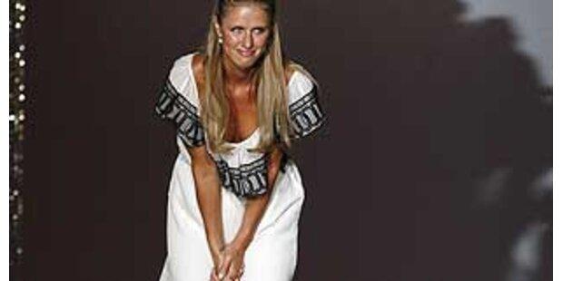 Nicky Hilton präsentiert erstmals ihre Mode